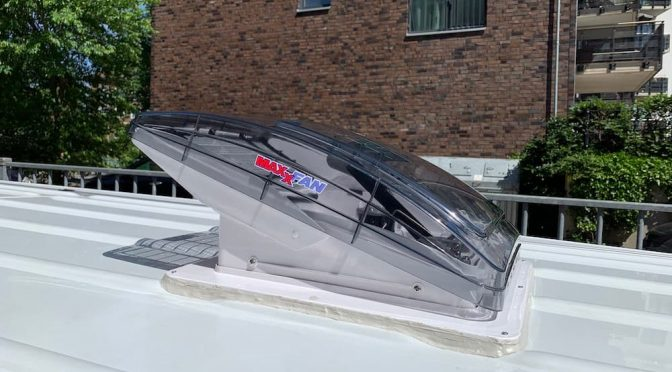 Jetzt gibt's was aufs Dach – zwei Dachfenster für den Sprinter