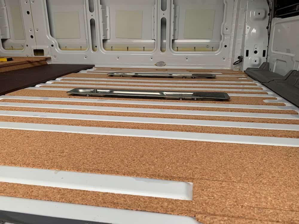 Sprinter Fußboden mit Kork dämmen